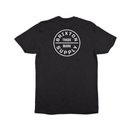 Camiseta de la marca Brixton fabricada en algodón 100x100 con el logo impreso en la parte frontal y trasera